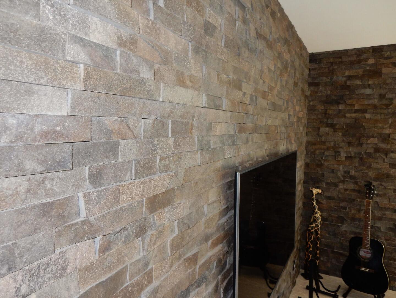kamenný obklad steny v interiéri